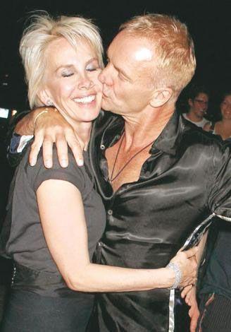 Tarih Ağustos 2007... Sting, eşi Trudie Styler'ın yanağına şefkatli, sevgi dolu bir öpücük kondururken...